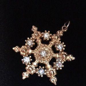 Jewelry - Vintage ❄️ Snowflake Pendant